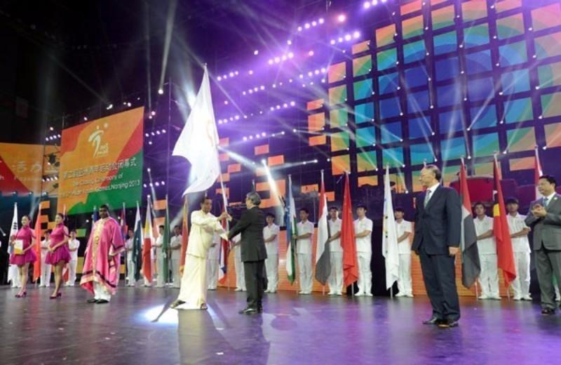 Шри Ланка улс III дахь наадмыг зохион байгуулах тугаа гардаж авсан /2013 он/
