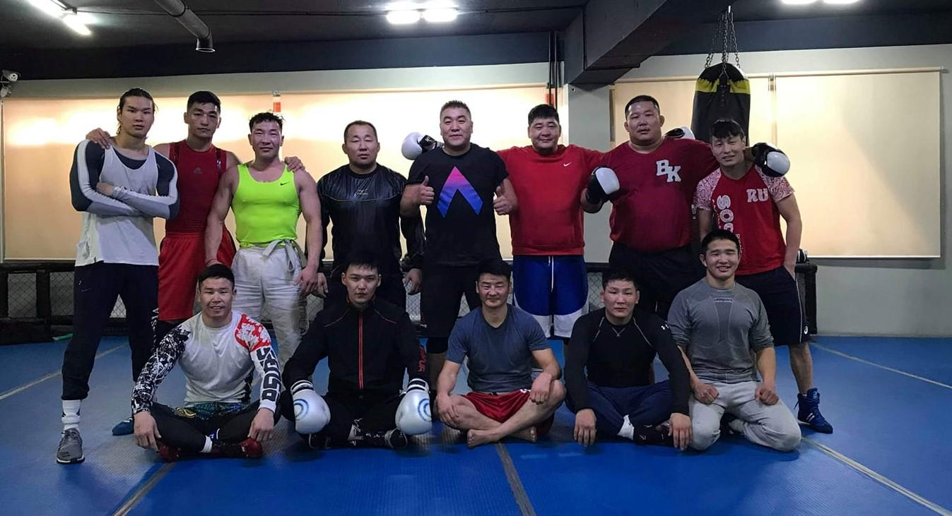 Тэрбээр боксын  шилдэг дасгалжуулагч Д.Ганзоригийн удирдлага дор хичээллэдэг
