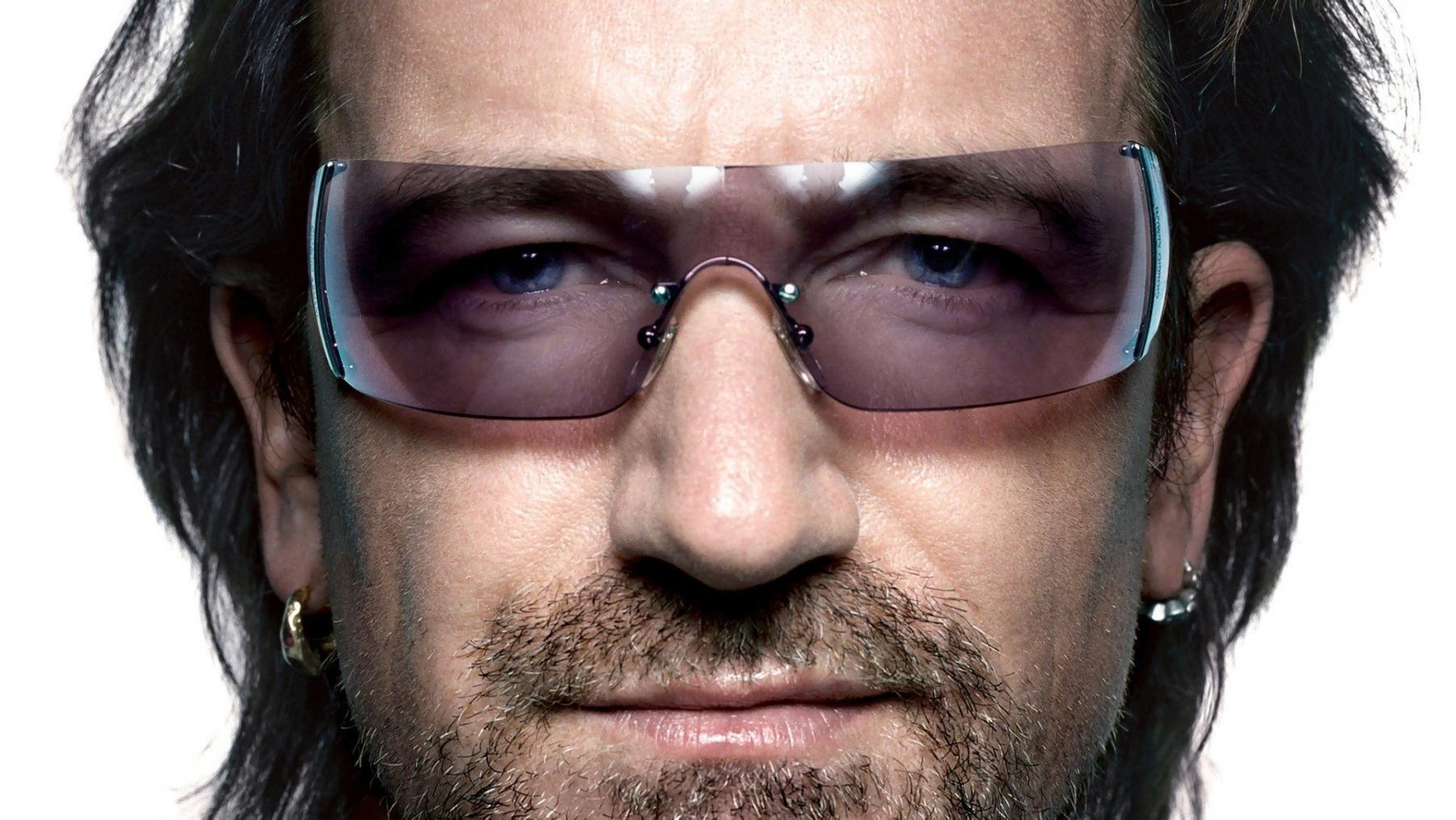 U2 хамтлагийн дуучин Боно