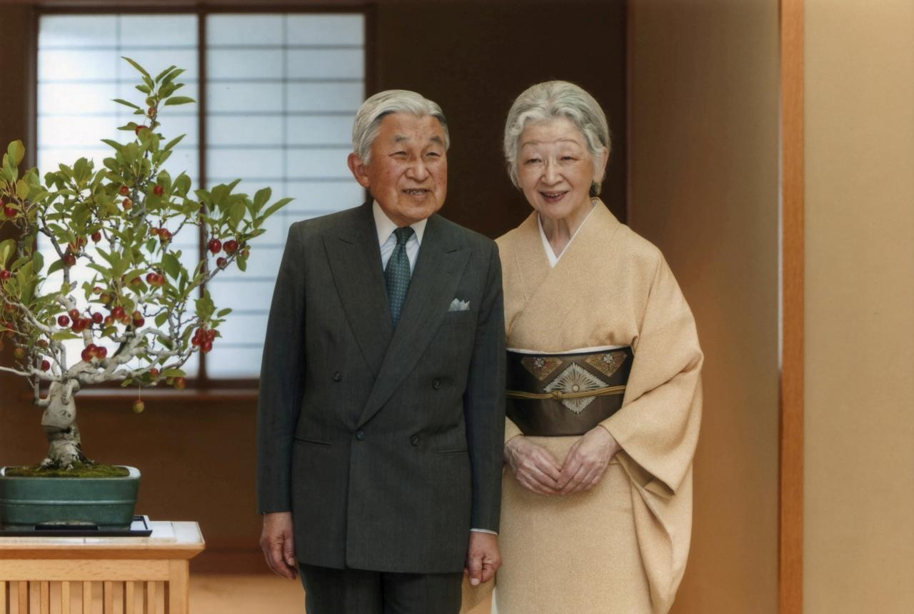 Японы эзэн хаан Акихито хатны хамт