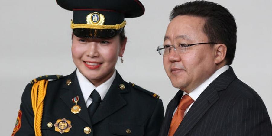 Монгол Улсын Ерөнхийлөгч Ц.Элбэгдоржоос МУГТ цол гардсан нь